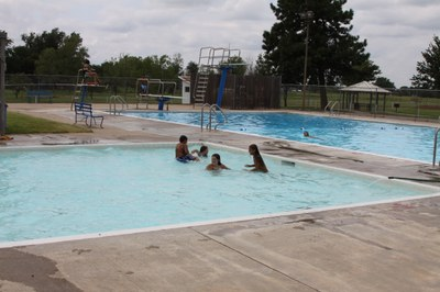 image of kids in swimming pool